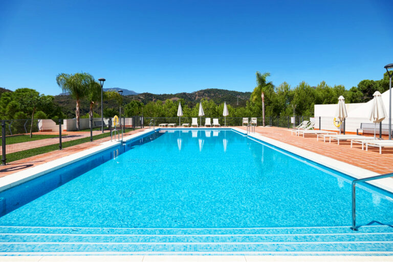 Pool i La Resina Golf i Estepona