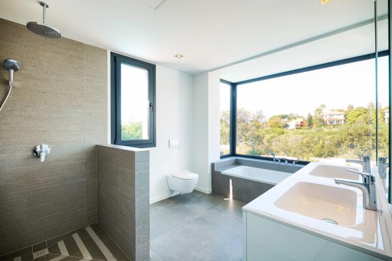 Skøn udsigt fra badeværelse i Marbella